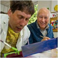 Dr. Ingo Habenicht und Bewohner Rainer Brodowski. Foto: Christian Weische