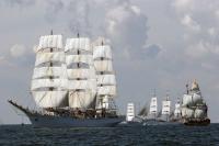 Weiß leuchten die Segelschiffe auf der Nordsee - Foto: NBTC