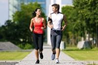 Im Frühjahr starten viele Freizeitsportler wieder richtig durch - ein Gesundheitscheck bei einem Sportmediziner kann vorab sinnvoll sein. - Foto: djd/Traumeel/thx