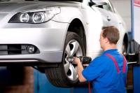 Welchen Reifentyp soll man aufs eigene Auto ziehen lassen? Neue Kennzeichnungen sorgen für mehr Durchblick, unter anderem in Sachen Sicherheit und Kraftstoffverbrauch. - Foto: djd/ReifenDirekt