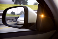 Beim Tote-Winkel-Sensor wird der Fahrer optisch und akustisch vor anderen Fahrzeugen gewarnt. - Foto: dmd/Volvo