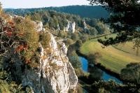 Von Weißenburg aus lassen sich herrliche Ausflüge in die Erholungsgebiete Naturpark Altmühltal und Fränkisches Seenland unternehmen. - Foto: djd/Weißenburg in Bayern