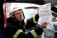 Die Karten enthalten quasi eine Anleitung zum Zerstören. - Foto: dmd/ADAC