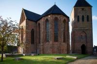 Die mittelalterliche Kirche mit frei stehendem Glockenturm in Zeerijp ist eine Attraktion. - Foto: djd/www.groningen.de