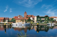 Der sogenannte Kleine Hafen liegt am Westufer des Plauer Sees und ist ein bekannter Haltepunkt an der Müritz-Elde-Wasserstraße. - Foto: djd/Tourismusverband Mecklenburg-Vorpommern/Thorsten Krüger