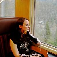 Stressfreier reist, wer sich in der Bahn einen Sitzplatz reservieren lässt. Foto: Paul-Georg Meister | pixelio.de