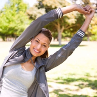 Um Überlastungsbeschwerden vorzubeugen, sollte man sportliche Aktivitäten stets mit Aufwärmübungen beginnen und mit Dehnübungen beenden. - Foto: djd/Dolovisano/thx
