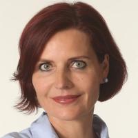 <i><small>Dr. Marion Krakor ist Dermatologin mit eigener Praxis und Expertin für ästhetische Dermatologie (www.hautarztpraxis-krakor.de). Foto: frei® HautforschungsInstitut</small></i>