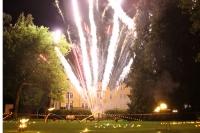Ein stimmungsvolles Feuerwerk gehört traditionell am Samstag, 24. August, zum Salz- und Lichterfest in Bad Harzburg. - Foto: djd/Bad Harzburg/Holger Schlegel/Goslarsche Zeitung