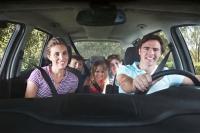 Wer beim Fahren nicht voll konzentriert sein kann - beispielsweise aufgrund von Unterzuckerung - gefährdet nicht nur sich, sondern auch andere. - Foto: djd/Forum Zucker/corbis