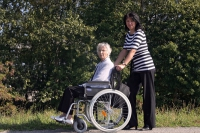 Gerade im Urlaub brauchen Menschen, die Angehörige pflegen, Entlastung. - Foto: djd/Münchener Verein/Werner Heiber