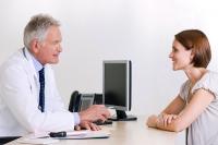 Das medizinische Fachpersonal des Arzttermin-Services kann die Wartezeiten bei Fachärzten gut einschätzen und zeitnahe Termine vereinbaren. - Foto: djd/hkk Erste Gesundheit