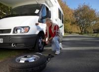 Reifenwechsel leicht gemacht - Bild: © Paul Sutherland/Photodisc/Thinkstock