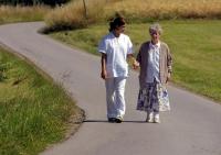 Pflegebedürftige sind auf Hilfe angewiesen. Foto: AOK-Mediendienst