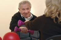 Gezieltes Training lohnt sich auch im Alter. Foto: AOK-Mediendienst