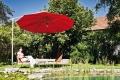 Ein Sonnenschirm für den Kleingarten