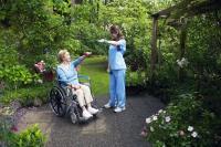 Wer gut vorgesorgt hat, kann würdig und selbstbestimmt altern.  Foto: djd | Münchener Verein | B.Lark