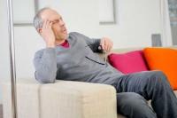 Schwindel hat viele Gesichter: Er kann in Ruhe auftreten oder bei raschen Bewegungen, als Dreh-, Lagerungs- oder Schwankschwindel.  Foto: djd | Vertigoheel | P.BROZE