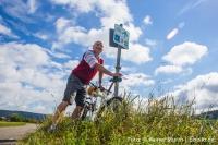 Ein wenig Bewegung in Form von Spazierengehen, Radfahren, Nordic Walking oder auch Schwimmen wird ebenso schnell den gewünschten Erfolg bringen. Foto: © Rainer Sturm | pixelio.de