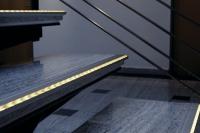 Mit LED-Leisten, die beispielsweise Treppenstufen kennzeichnen, ist auch eine Orientierung in der Nacht möglich. | Foto: click-licht.de