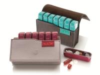 Pilbox® Mini passt in jede Hand- und Aktentasche und ist in Apotheken erhältlich.