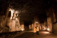 30 Meter unter der Stadt Mendig erstreckt sich dieses Labyrinth aus Schächten und Stollen. Foto: © djd | Vulkanpark