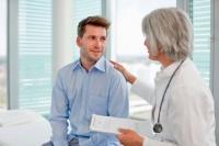 Nur etwa jeder vierte Mann nimmt regelmäßige Vorsorgeuntersuchungen wahr. Foto: © djd | IKK classic | Henglein and Steets