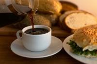 Problematisch sind nicht nur Kaffee und Alkohol. Neben den Getränken können auch Nahrungsmittel die Blase belasten. Foto: piyabay.com  © mammela