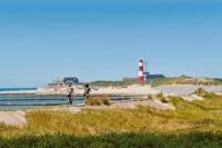 Blick aufs Meer: Ostfriesland mit seiner vielfältigen Landschaft und dem Unesco-Weltnaturerbe Niedersächsisches Wattenmeer lässt sich sehr gut mit dem Fahrrad erkunden. Foto: djd | Dollard Route