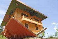 Perspektivwechsel im «Haus am Kopf» in der Urlaubsregion St. Englmar.  Foto: djd/Urlaubsregion St. Englmar