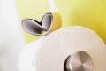 So können Angehörige Dementen den Weg zur Toilette erleichtern