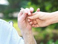 Mehr Wertschätzung für Pflegekräfte - 12. Mai ist Tag der Pflege - Foto: © DFV