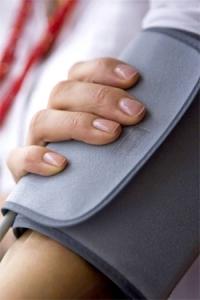 Wer häufig unter einem sogenannten Schwankschwindel und Benommenheit leidet, sollte seinen Blutdruck checken lassen.  Foto: djd | Telcor-Forschung/webphotographeer-Fotolia