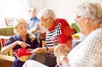 Für das Alter an alles gedacht: Mit einer Vorsorgevollmacht und einer Patientenverfügung kann man viele elementare Fragen schon frühzeitig regeln. Foto: djd | Deutscher Sparkassenverlag