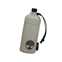 Die Glasflasche steckt gut geschützt in einem stabilen Thermobehälter und einer Stoffhülle. So kann man sie problemlos mitnehmen, die Getränke halten lange Zeit ihre Temperatur. Foto: djd | Emil