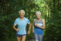 Regelmäßige Bewegung ist ein wesentlicher Faktor, um im Alter agil zu bleiben. Foto: djd   Diasporal/panthermedia