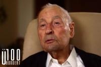 Wie die meisten Hundertjährigen glaubt Franz Xaver (100) mehr an die Bestimmung seines Lebens durch das Schicksal, wenn er an seine Vergangenheit denkt.