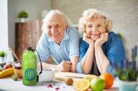 Für unsere Gesundheit ist richtiges und ausreichendes Trinken am Tag mindestens ebenso wichtig wie die richtige Ernährung. Foto: djd | Emil/pressmaster - Fotolia