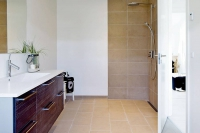Individuelle Wohnwünsche bis hin zur barrierefreien Einrichtung des Bades lassen sich verwirklichen. Foto: djd | Danhaus