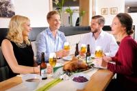 Je schwerer die Speise, desto leichter und milder sollte das Bier sein. Foto: djd | Brauerei C. & A. Veltins