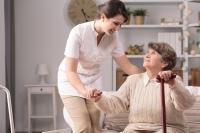 Wer täglich auf den Beinen ist, um anderen zu helfen, sollte gut auch auf die eigene Gesundheit achten. | Foto: djd/Ofa Bamberg/thx