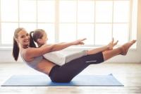 Ob Gymnastik, Yoga oder Pilates: Mit dem Frühjahr beginnt die Zeit, in der sich viele Menschen wieder mehr Zeit für sich selbst nehmen und sportlich aktiv werden. Foto: djd | Emil/VadimGuzhva - stock.adobe.com