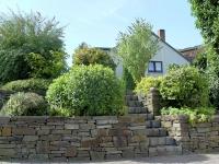 Treppen, Stufen und Rampen gilt es, schon bei der Planung harmonisch in das Gesamtbild einzubinden. Foto: BGL