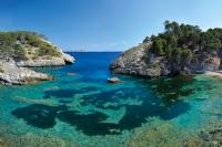 Caló d'en Monjo: kaum zu glauben, dass diese einsame Bucht zwischen den Touristenhochburgen Peguera und Camp de Mar auch im Sommer kaum besucht ist. Und nur 10 Gehminuten vom Parkplatz! Foto: mallorcas-schoene-seiten.de