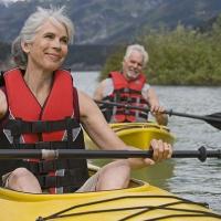 Auf zu neuen Ufern - im Rentenalter ist endlich Zeit für Reisen und Abenteuer. Dafür kann man sich fit halten. Foto: djd/Atro Pro Vita | Getty Images - Noel Hendrickson