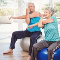 Mit regelmäßigem Training in Kombination mit proteinreicher Ernährung lässt sich auch im Alter die Muskelkraft erhalten. Foto: djd/Atro Pro Vita | Thinkstock