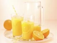 Für ein stabiles Abwehrsystem spielen hier die Vitamine die Hauptrolle. Vor allem Orangensaft eignet sich hervorragend als Vitamin-C-Quelle. Foto: © VdF