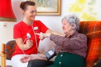 Gefragt sind heute innovative Wohn- und Pflegekonzepte für die jeweils individuelle Situation des Pflegebedürftigen. Foto: djd/AWO | Ronald Grunert-Held