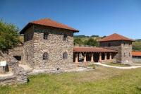 Spuren der römischen Kultur sind noch heute gern besuchte Ausflugsziele, etwa die Villa Rustica in Mehring.  Foto: djd/roemische-weinstrasse.de
